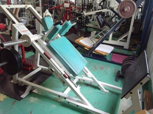 2013-06-16hack-squat